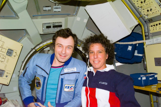 S71E0079 - STS-071 - Astronaut Baker and cosmonaut Dezhurov on the Spacelab