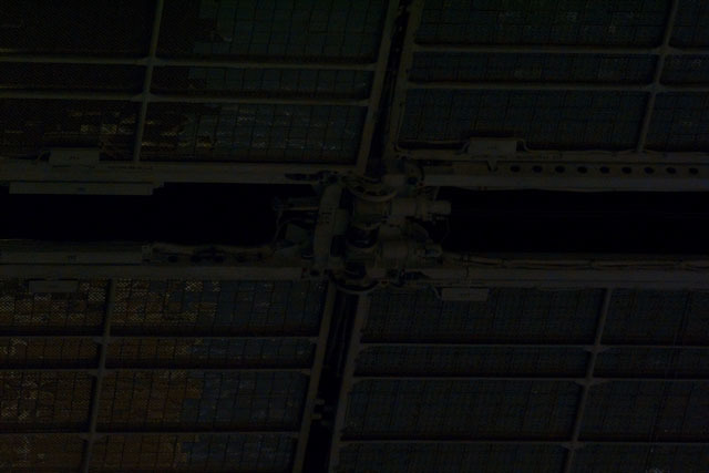 S71E0090 - STS-071 - Solar array panels on the Mir Space Station