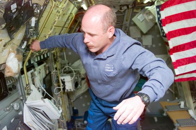 S73E5054 - STS-073 - Commander Ken Bowersox checks out the Spacelab Drop Physics Module locker