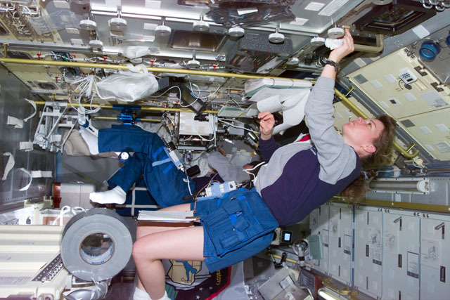 S73E5263 - STS-073 - DPM and FSDC,Mission Specialist Coleman and Payload Specialist Leslie work in Spacelab