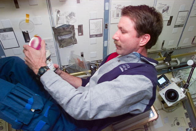 S73E5331 - STS-073 - DSO 611,Pilot Kent Rominger attaches petri dish to microbial air sampler