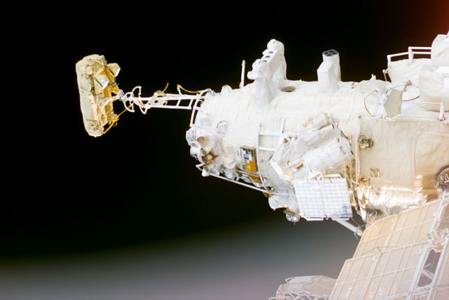 S79E5218 - STS-079 - Survey views of the Mir space station