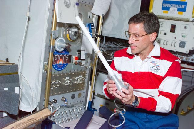 S79E5275 - STS-079 - ETTF - Extreme Temperature Translation Furnace experiment