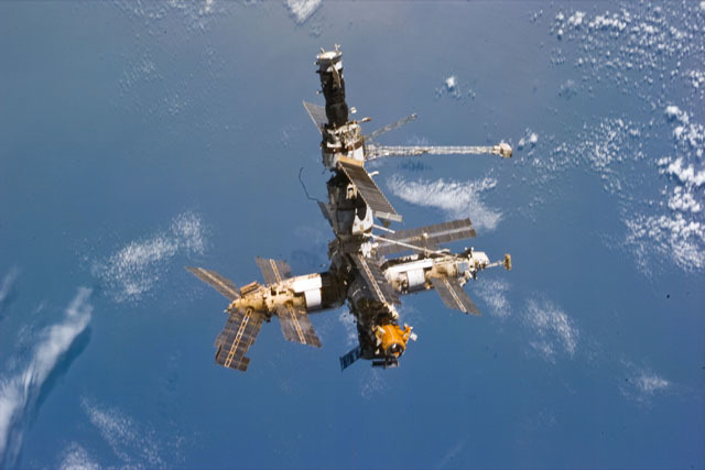 S79E5321 - STS-079 - Mir space station as seen after undocking from the shuttle Atlantis
