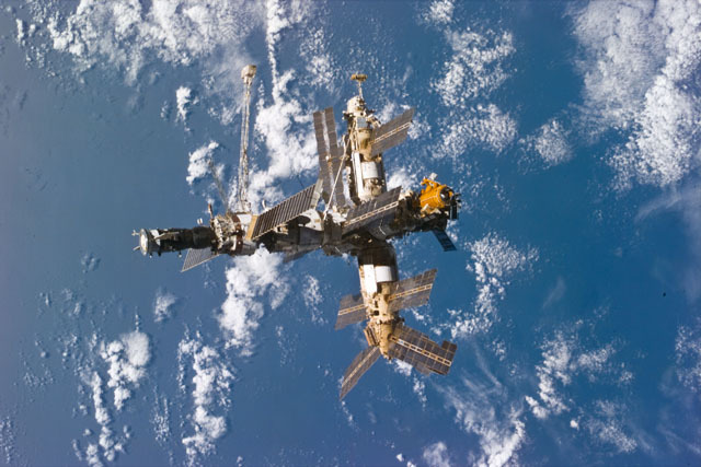 S79E5322 - STS-079 - Mir space station as seen after undocking from the shuttle Atlantis