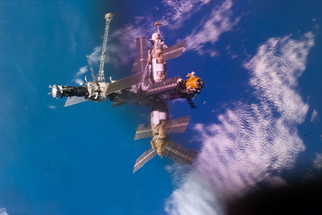 S79E5323 - STS-079 - Mir space station as seen after undocking from the shuttle Atlantis