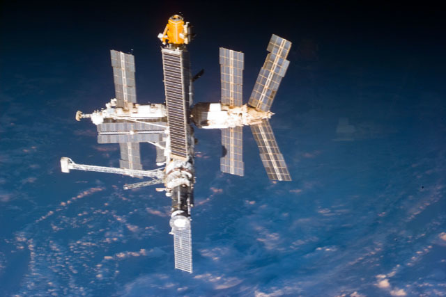 S79E5328 - STS-079 - Mir space station as seen after undocking from the shuttle Atlantis