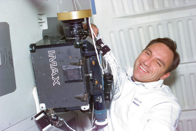 S79E5365 - STS-079 - Astronaut Walz with the IMAX camera on the middeck