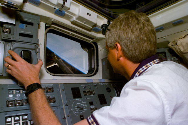 S82E5016 - STS-082 - Checkout activity on the Remote Manipulator System (RMS) arm