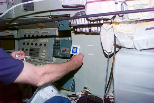 S84E5120 - STS-084 - Formaldehyde Monitor area dosimeters placed in Mir Space Station