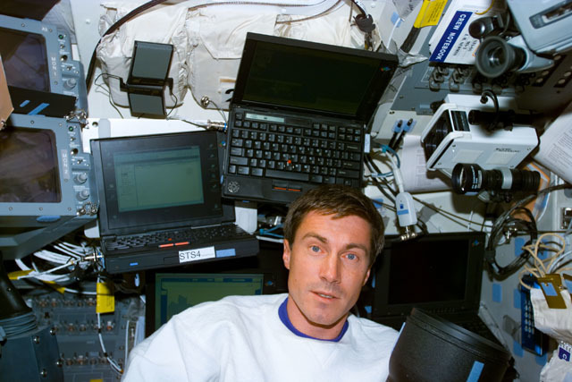 S88E5107 - STS-088 - Krikalev on the aft flight deck with laptop computers