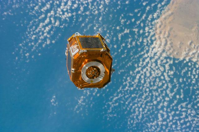 S88E5161 - STS-088 - SAC-A satellite