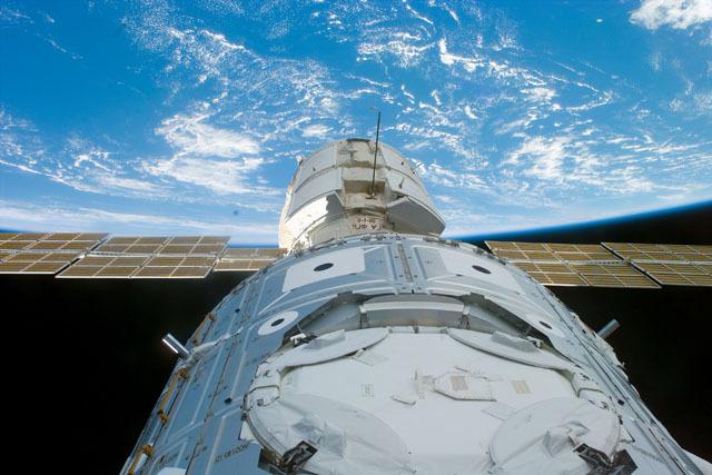 S88E5200 - STS-088 - Node 1 / FGB docked