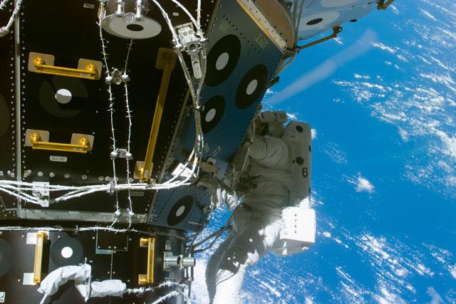 S88E5202 - STS-088 - EVA 1