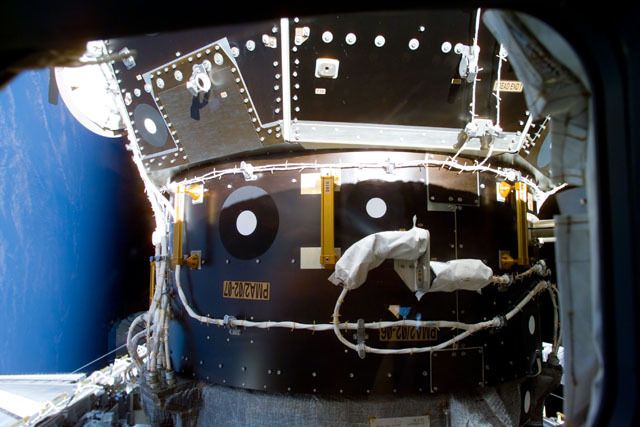 S96E5006 - STS-096 - PMA2 as seen after docking with STS-96 orbiter Discovery