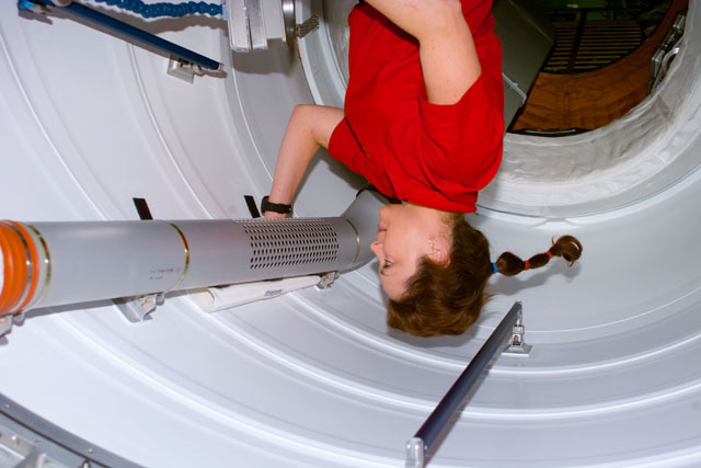 S96E5209 - STS-096 - MS Jernigan examines ventilation duct leading to FGB/Zarya module