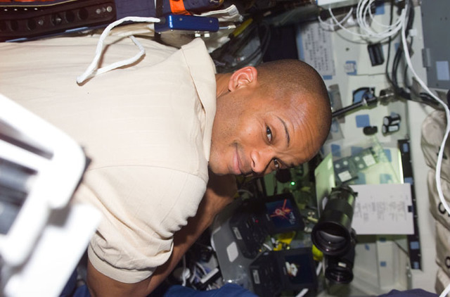 S98E5038 - STS-098 - MS Curbeam on Atlantis flight deck