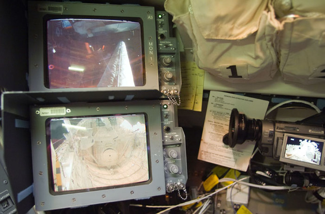 S98E5226 - STS-098 - CCTV view of external airlock hatch in Atlantis payload bay
