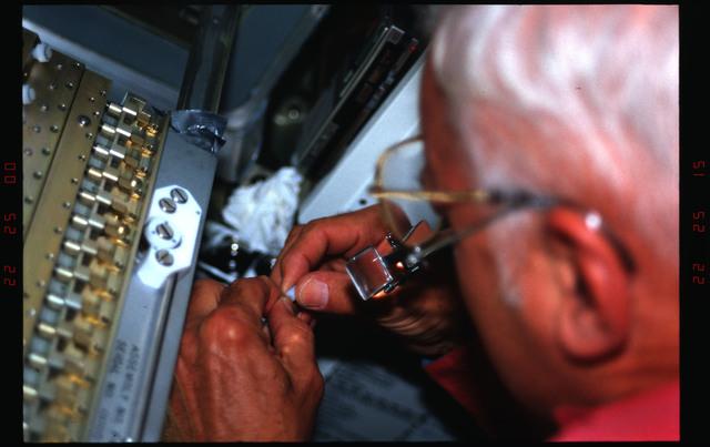 STS031-08-002 - STS-031 - PCG-III