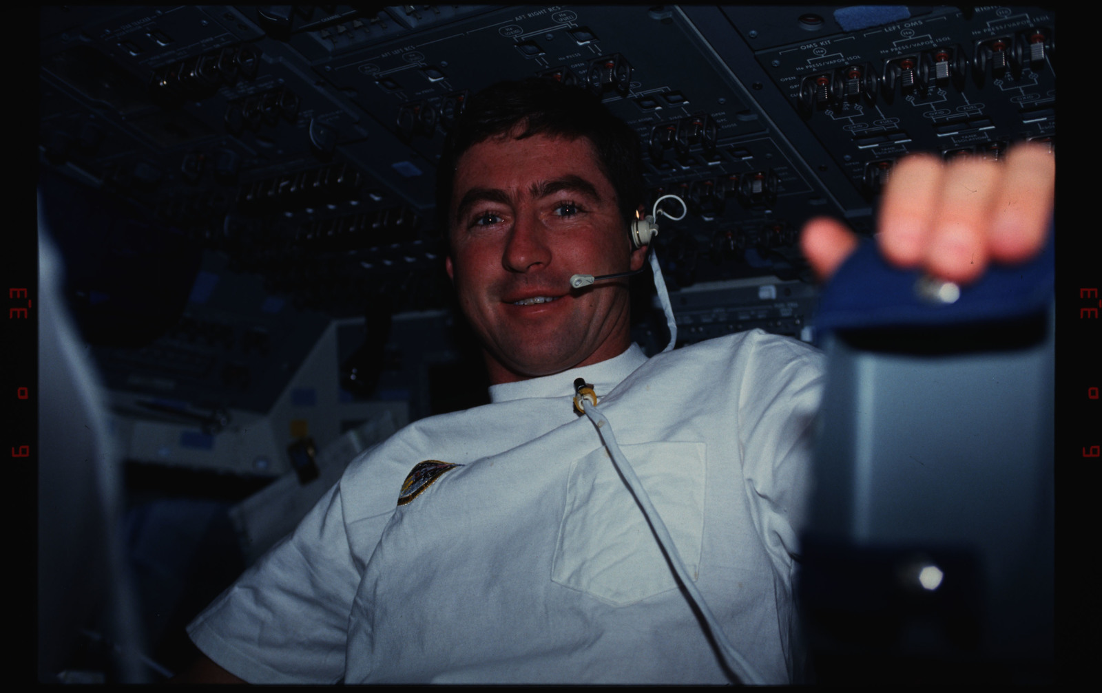 STS044-16-021 - STS-044 - STS-44 Pilot Henricks poses for a photo on OV-104's aft flight deck