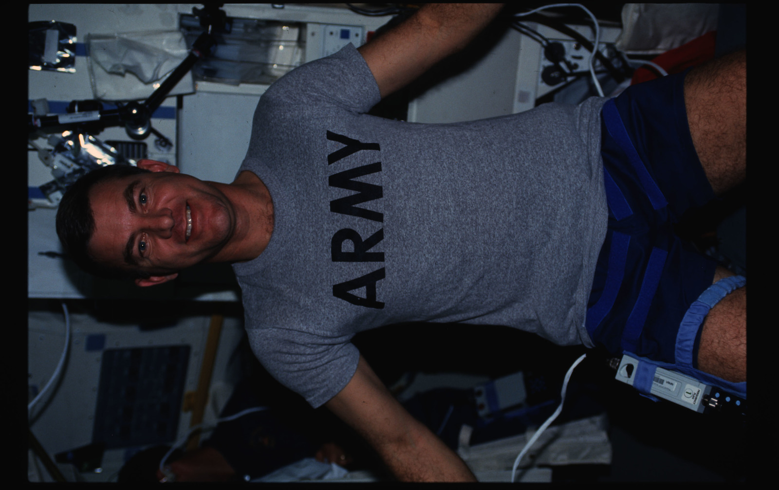 STS044-19-005 - STS-044 - STS-44 Mission Specialist (MS) Voss poses for a photo on OV-104's middeck