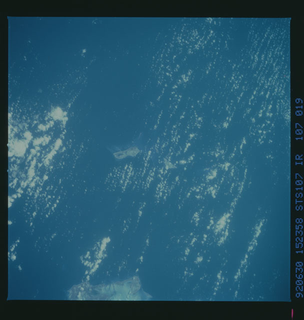 STS050-107-019 - STS-050 - STS-50 earth observations