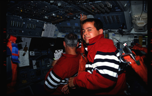 STS051-19-006 - STS-051 - Assorted views of STS-51 crewmembers after launch