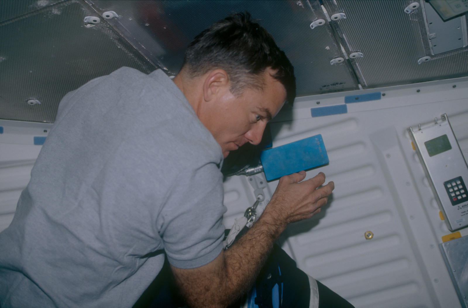 STS053-02-010 - STS-053 - Voss in the MDDK setting up an unidentified experiment