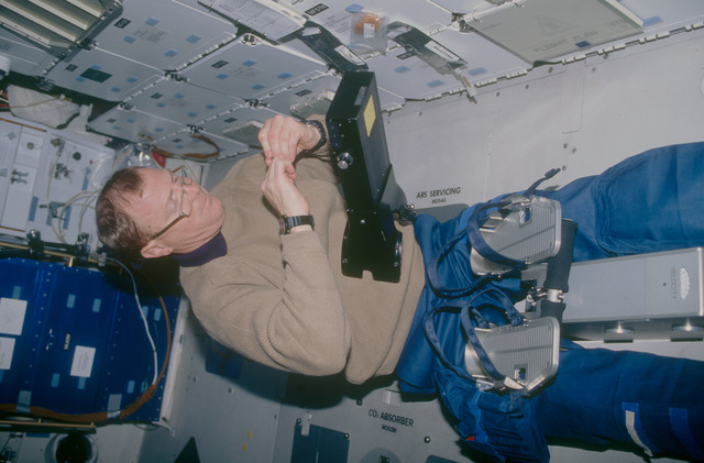 STS053-08-008 - STS-053 - Crewmember in the MDDK with the Visual Function Tester 2 hardware