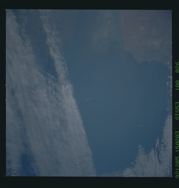 STS053-100-026 - STS-053 - Earth observations