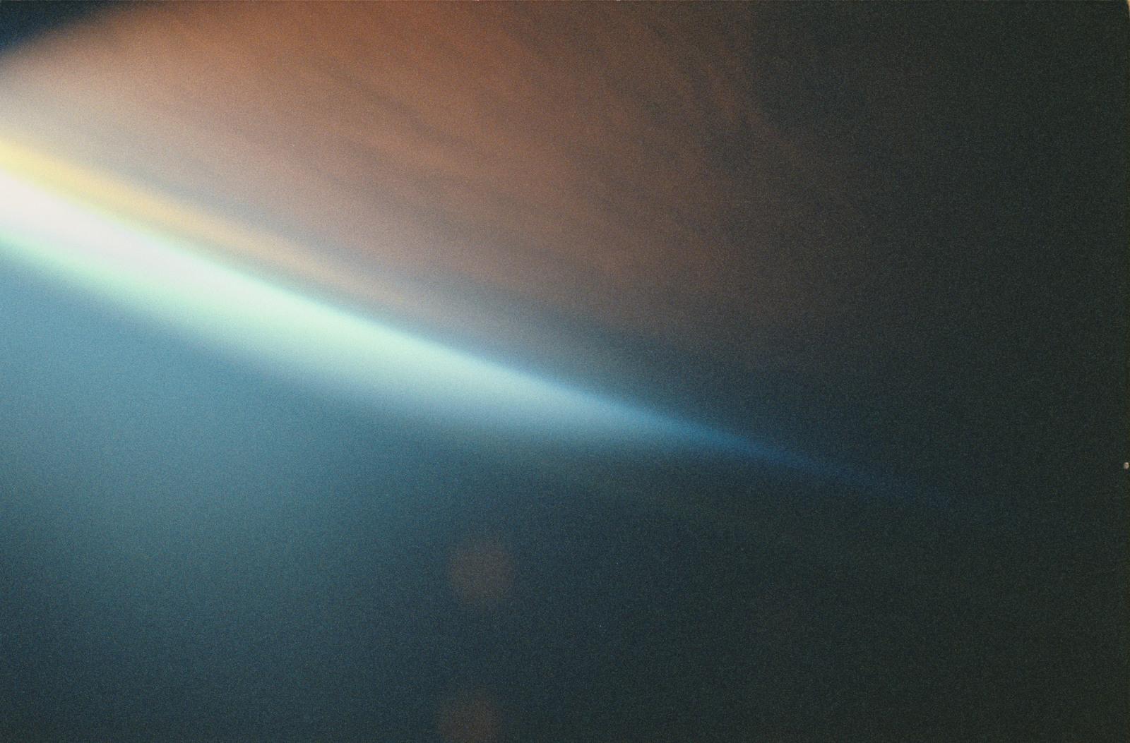 STS053-16-012 - STS-053 - Sunrise