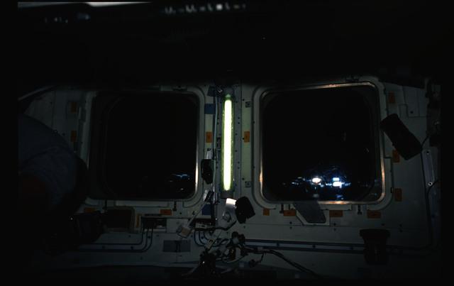 STS053-238-004 - STS-053 - Aft flight deck (FD) overhead (OVHD) windows