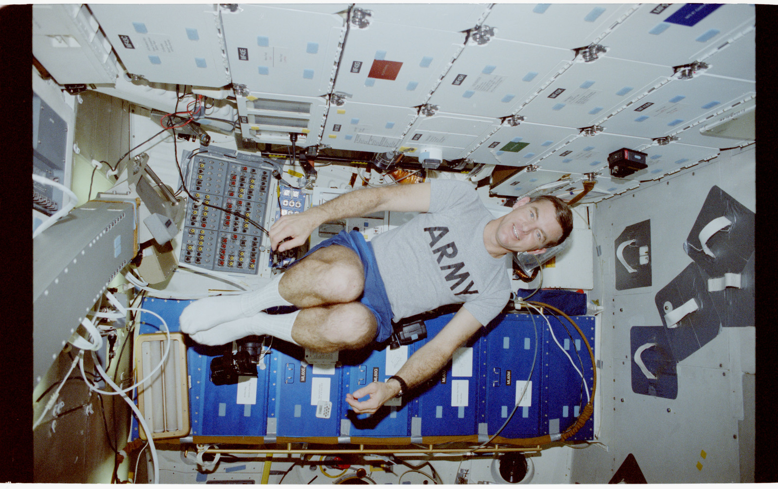 STS053-248-007 - STS-053 - Crewmember floats in the FWD MDDK
