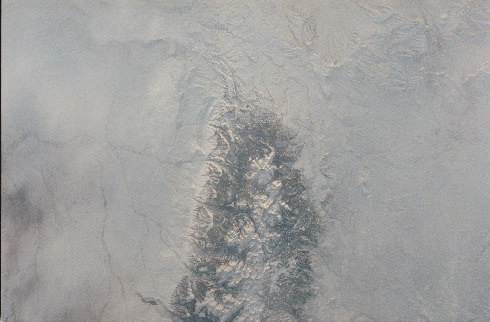 STS053-39-031 - STS-053 - Earth observations views of an unidentified snow covered landscape.
