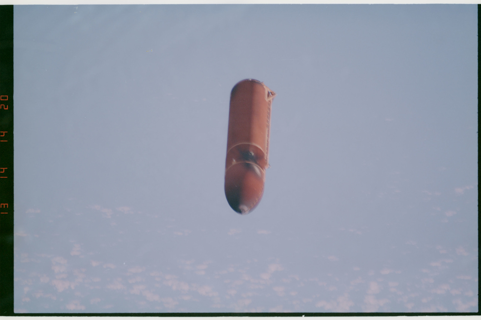 STS054-27-015 - STS-054 - Views of the jettisoned external fuel tank falling to Earth.