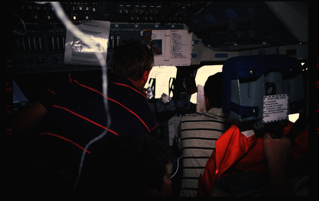 STS054-31-002 - STS-054 - Crewmembers in the fwd flight deck looking out the windows.