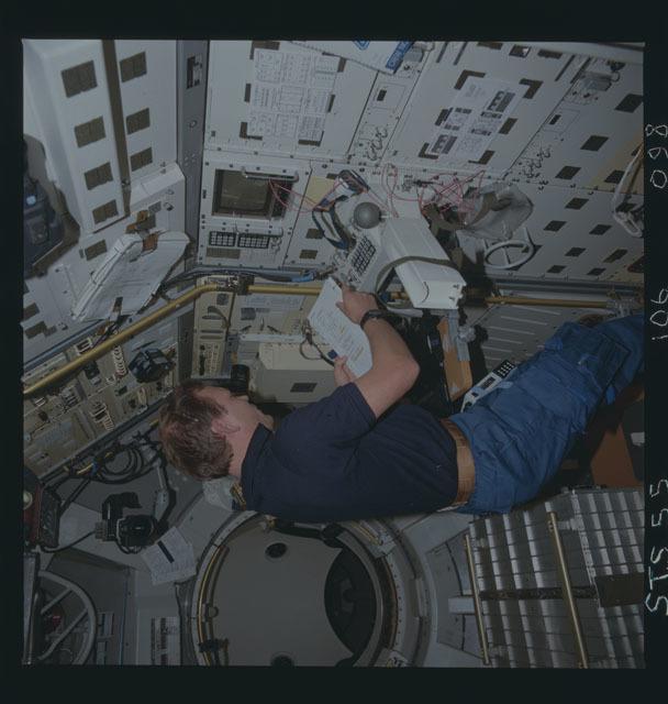 STS055-106-098 - STS-055 - Robotics Technology Experiment (ROTEX)