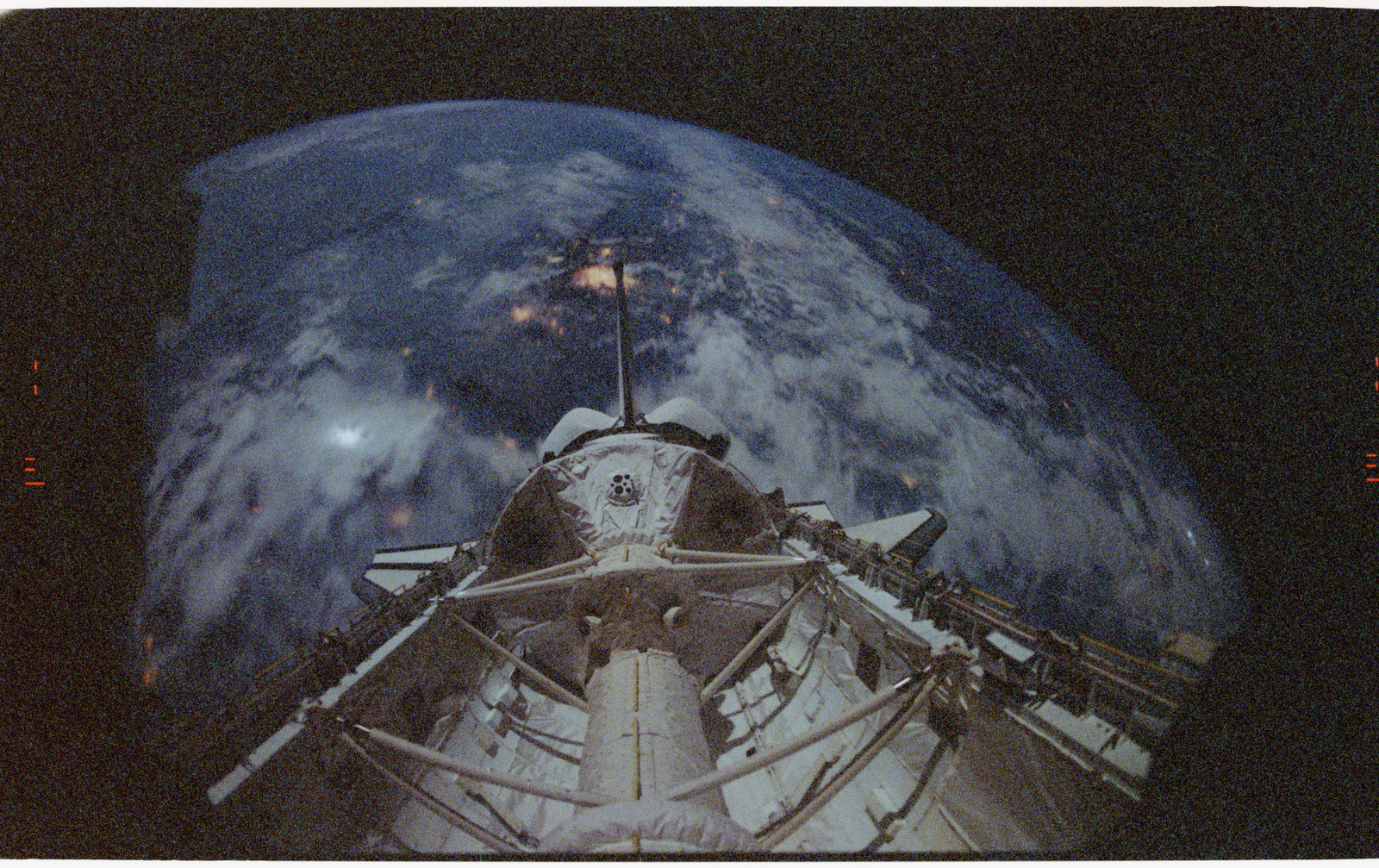 STS055-26-020 - STS-055 - Earth Limb, D-2 Spacelab and Payload Bay.