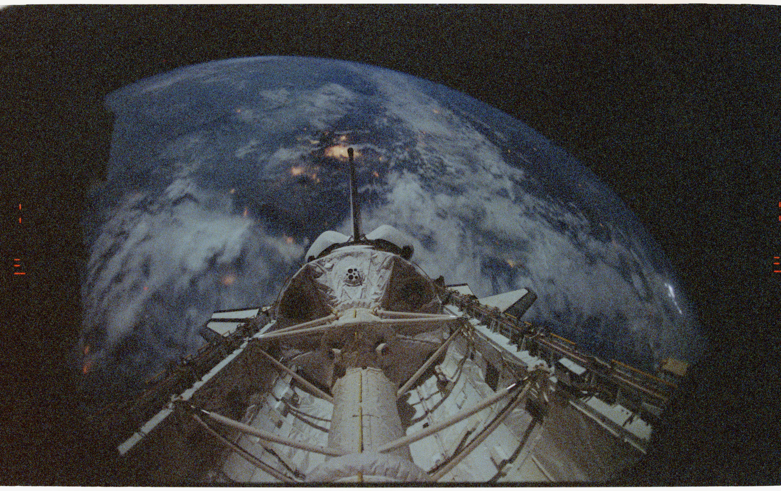 STS055-26-021 - STS-055 - Earth Limb, D-2 Spacelab and Payload Bay.