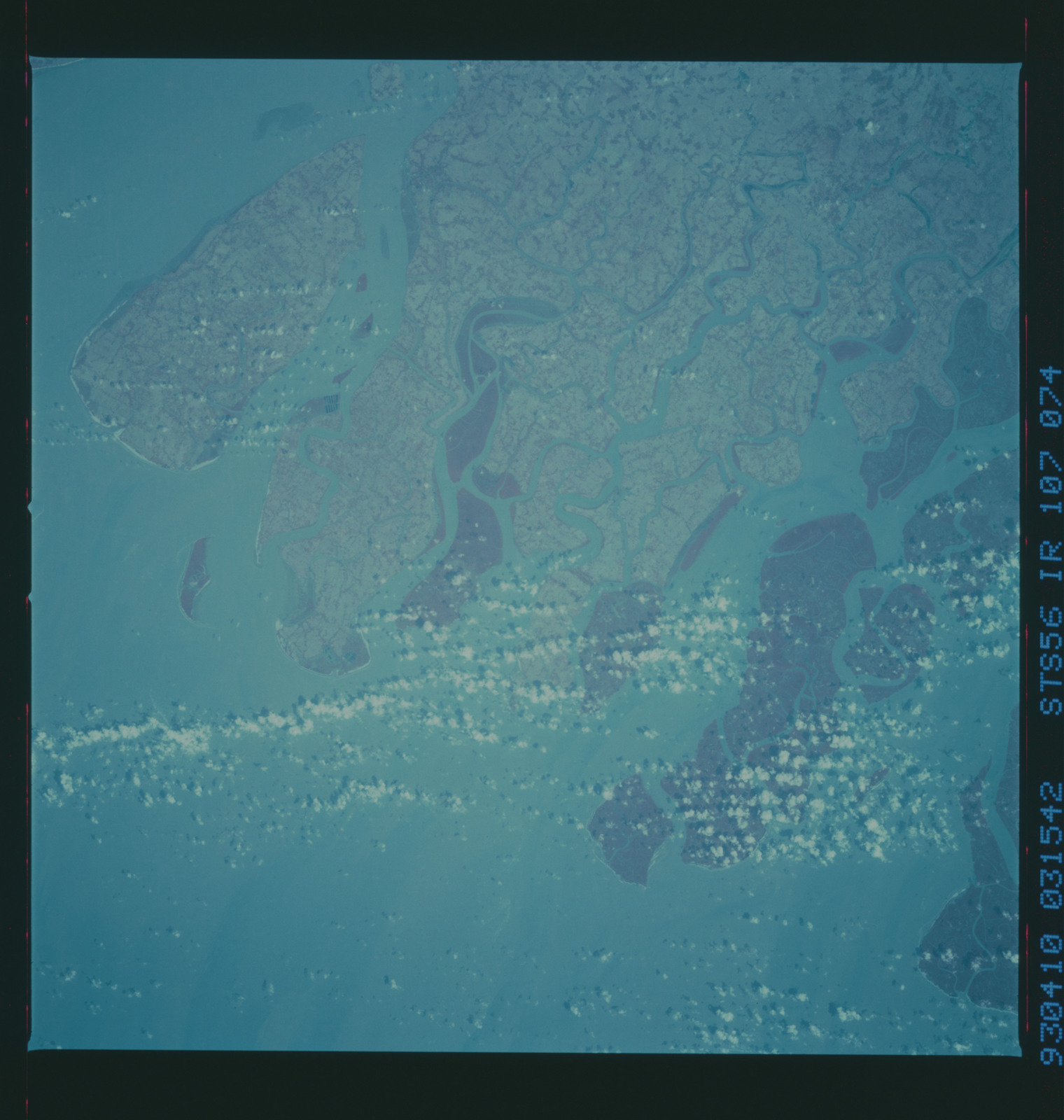 STS056-107-074 - STS-056 - Earth observations taken from Discovery during STS-56 mission