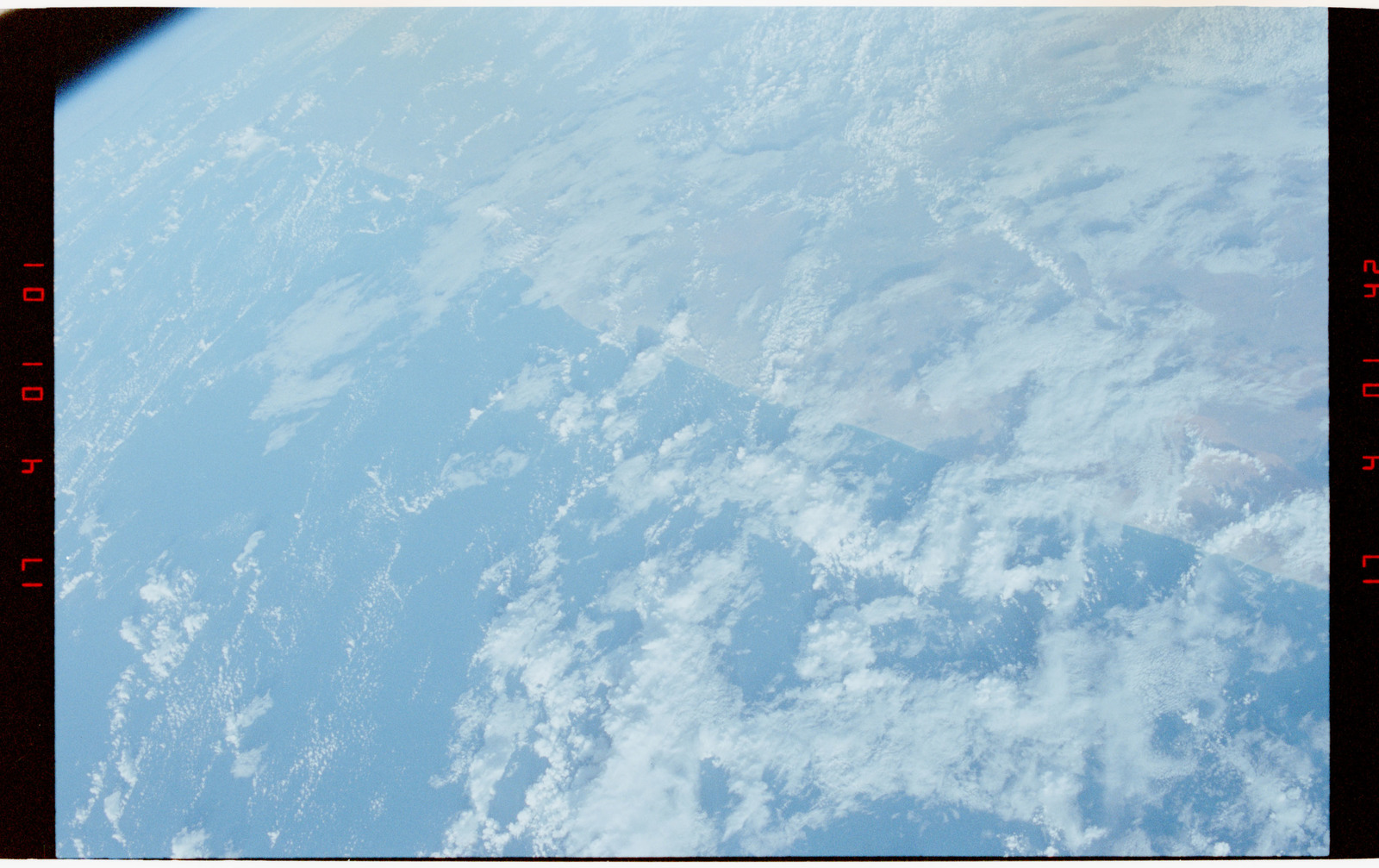 STS056-27-019 - STS-056 - Earth observation views of the west coast of India, Earth limb and clouds.