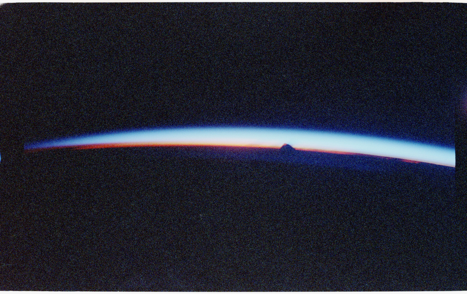 STS056-36-032 - STS-056 - Earth observation view of a sunrise - location unknown.