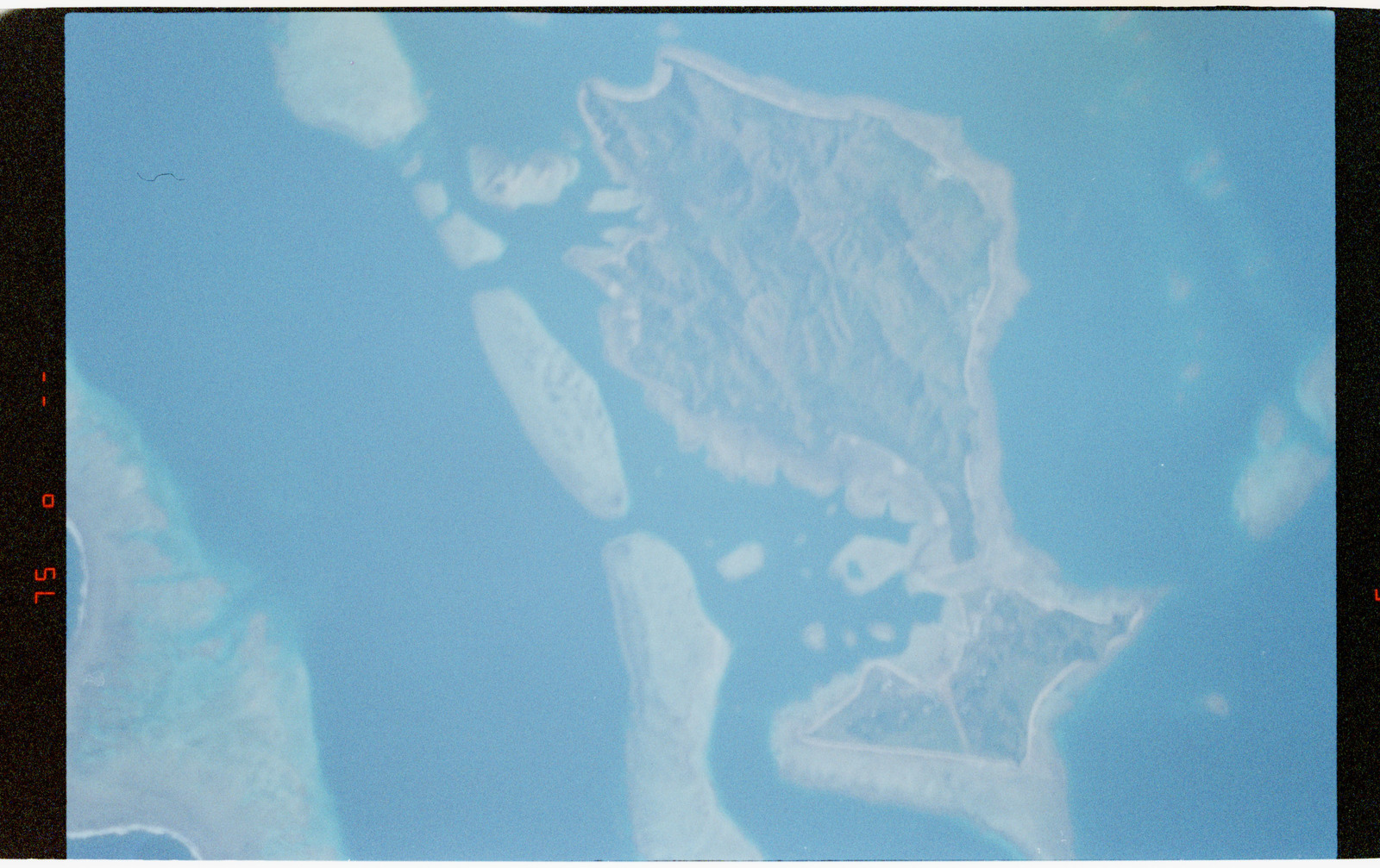 STS056-43-002 - STS-056 - Earth observations views of small islands and oceans - locations unknown.