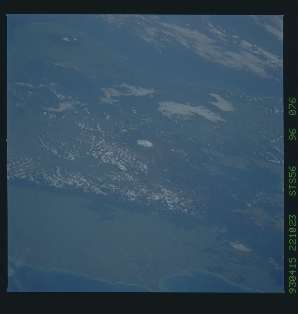 STS056-96-076 - STS-056 - Earth observations taken from Discovery during STS-56 mission