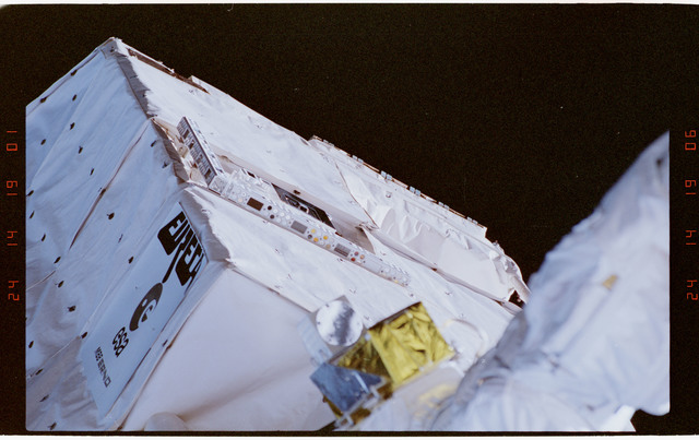 STS057-02-011 - STS-057 - Retrieval of the EUropean REtrievable CArrier EURECA Satellite by RMS