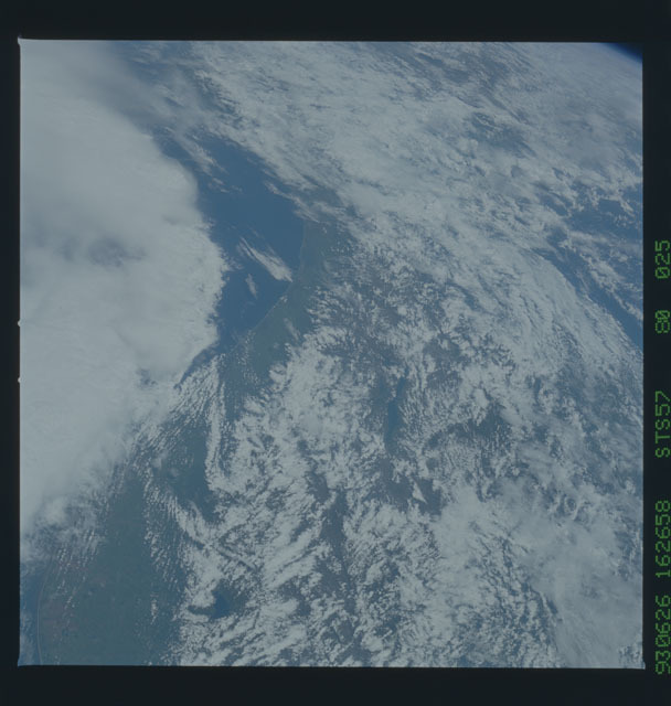 STS057-80-025 - STS-057 - Earth observations during STS-57
