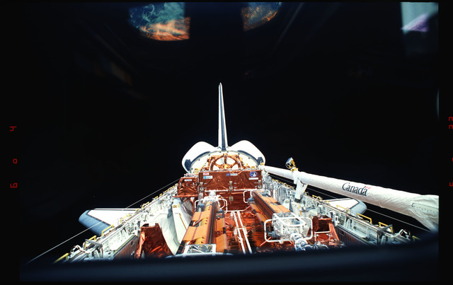 STS061-01-019 - STS-061 - Full length view of STS-61 Endeavour's payload bay