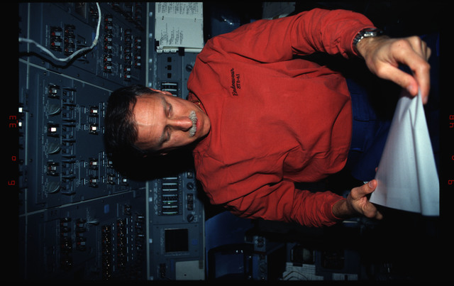 STS061-02-024 - STS-061 - Various views of the STS-61 crew on the orbiters flight deck