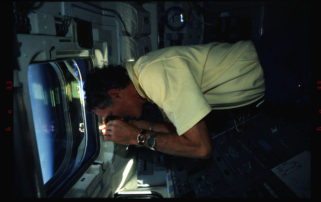 STS061-02-027 - STS-061 - Various views of the STS-61 crew on the orbiters flight deck