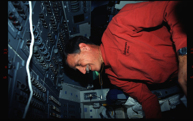 STS061-02-029 - STS-061 - Various views of the STS-61 crew on the orbiters flight deck